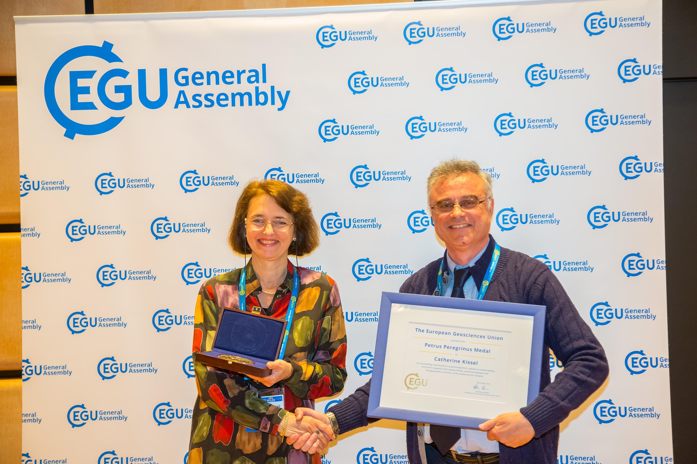 Catherine Kissel a reçu la médaille Petrus Peregrinus 2019 de l'Union européenne des géosciences (EGU)