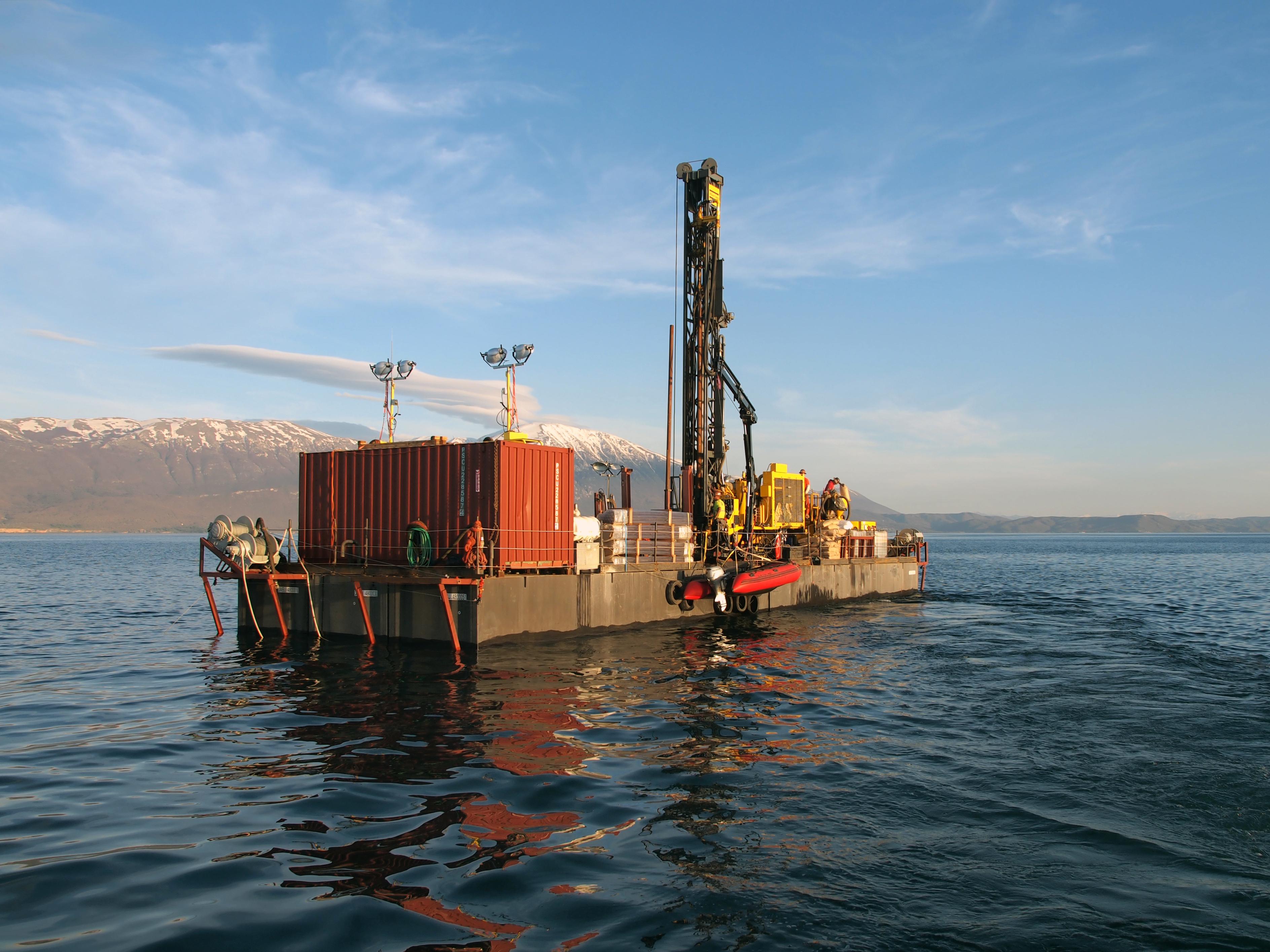 Le plus vieux lac d'Europe témoigne de 1,36 million d'années de climat méditerranéen